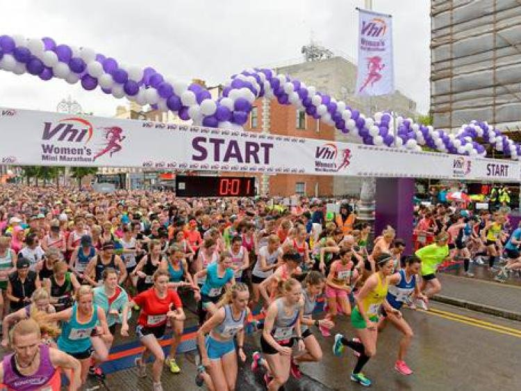Image of thousands of women at the start line at 2018 Vhi Women's Mini Marathon